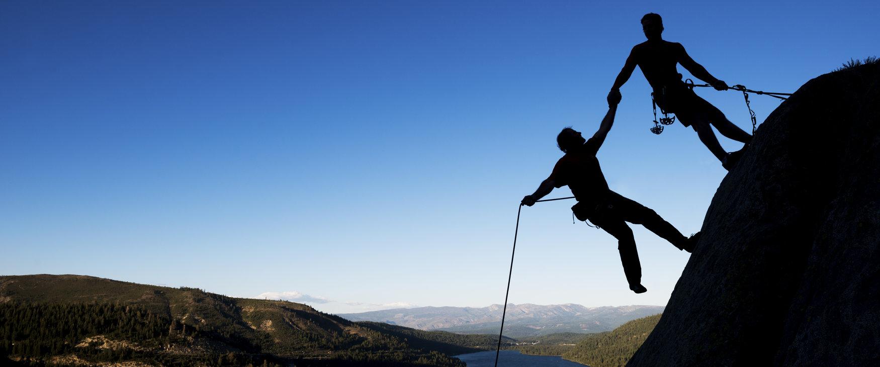 Two climbers climbing the mountain